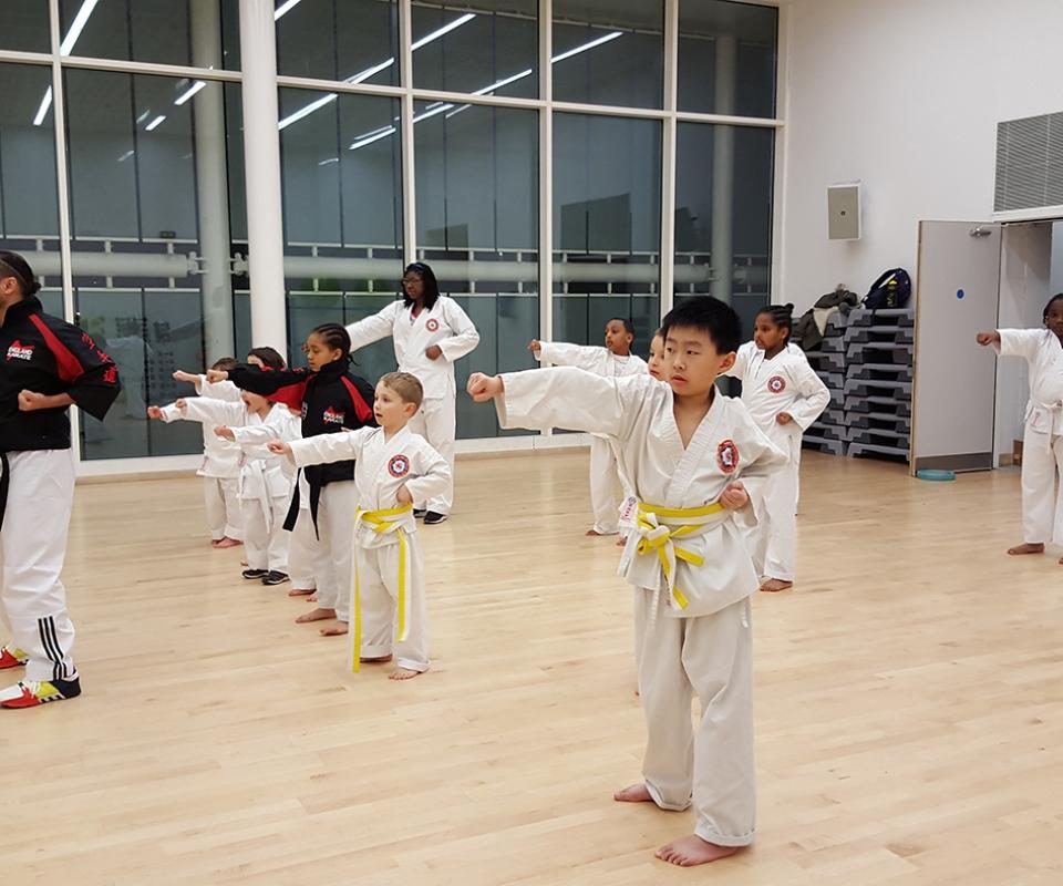 Beginners training at Glassmill Dojo